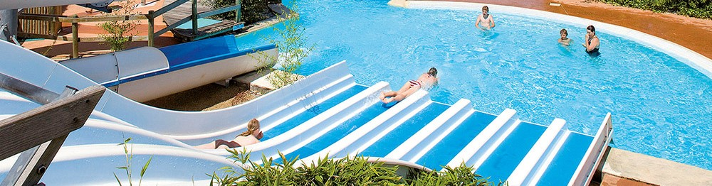 Summer holiday rentals with pool & water slides - fun for everyone !
