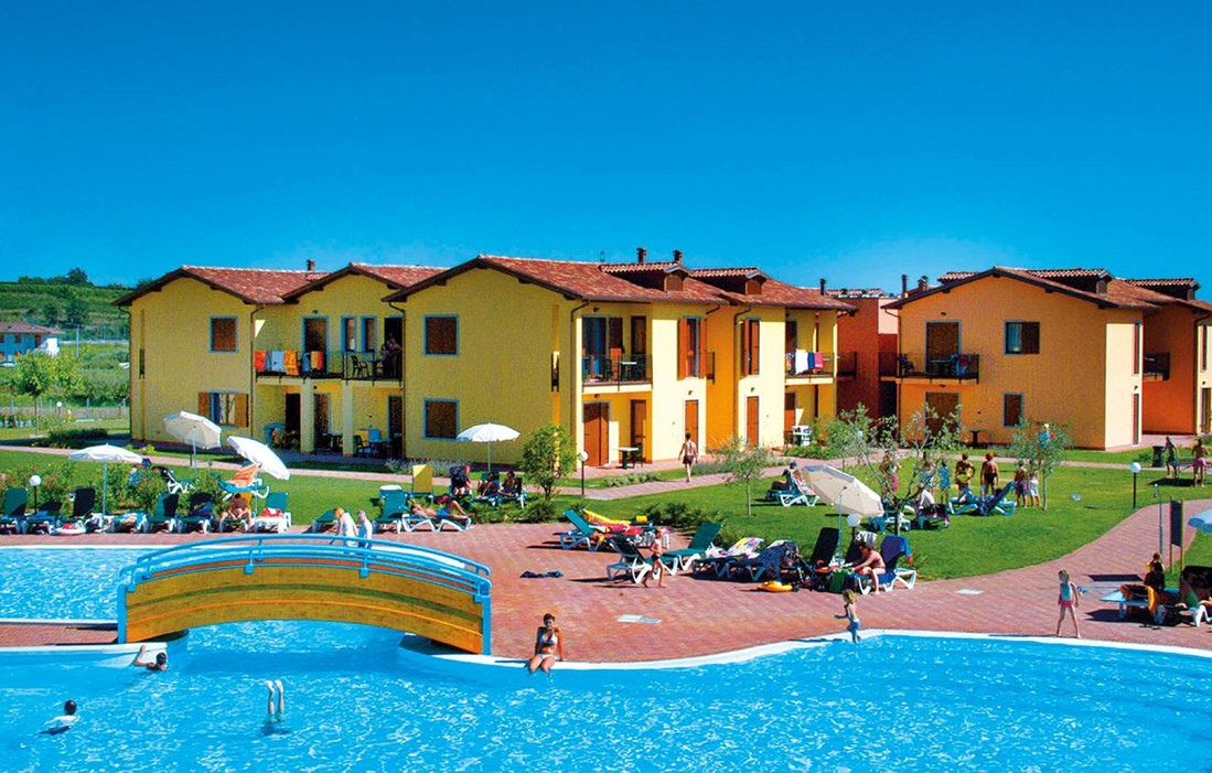 Italy - Castelnuovo del Garda - Residence Eden : Outdoor swimming pool