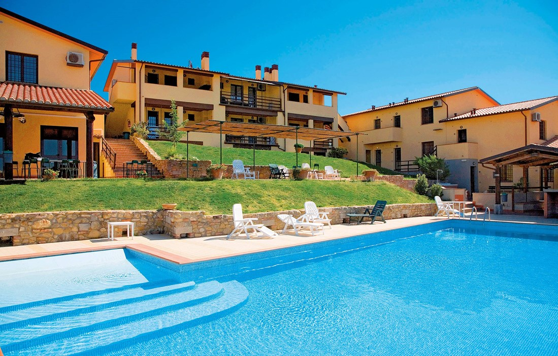 Italy - Montespertoli - Residence Borgo Filicardo : Outdoor swimming pool
