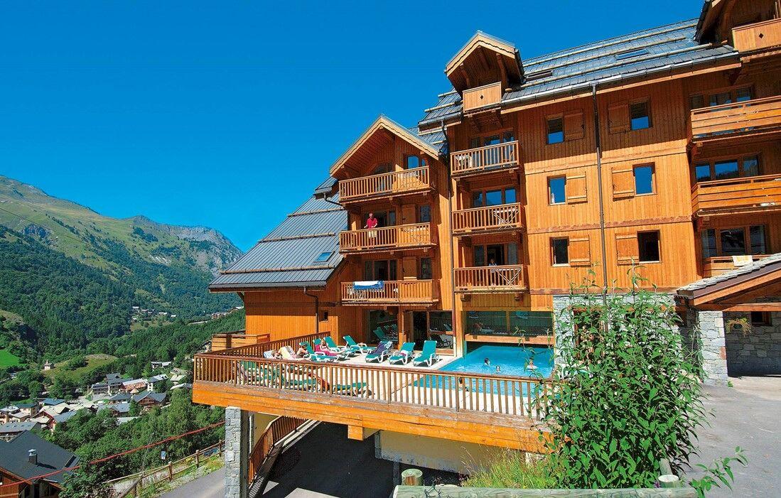Valloire - Résidence Odalys Le Hameau et les Chalets de la Vallée d'Or : Piscine semi couverte chauffée