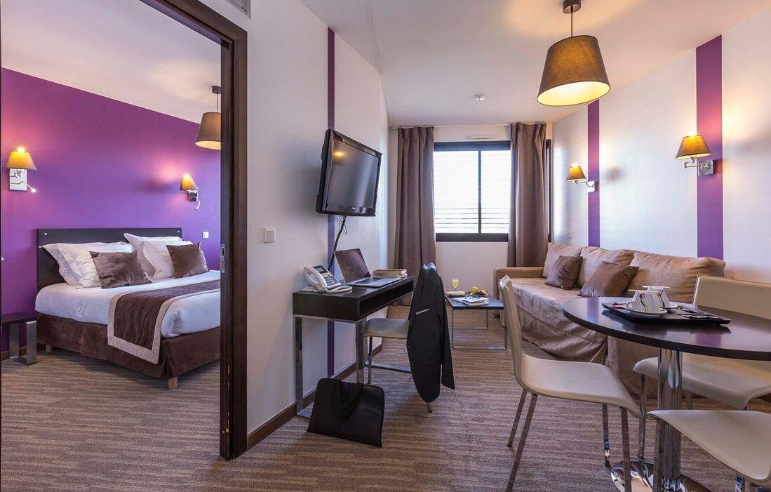 Ferney-Voltaire - Odalys Apart'hotel Ferney Genève : Indoor swimming pool