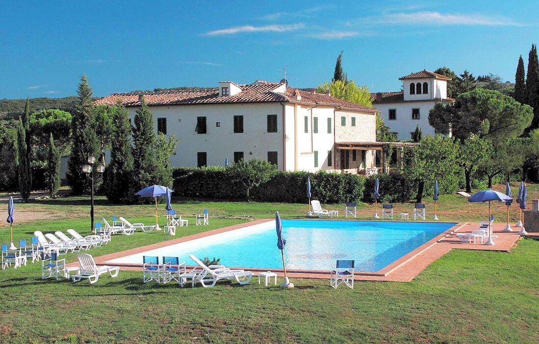 Italy - Tavernelle Val di Pesa - Fattoria Montignana : Outdoor swimming pool