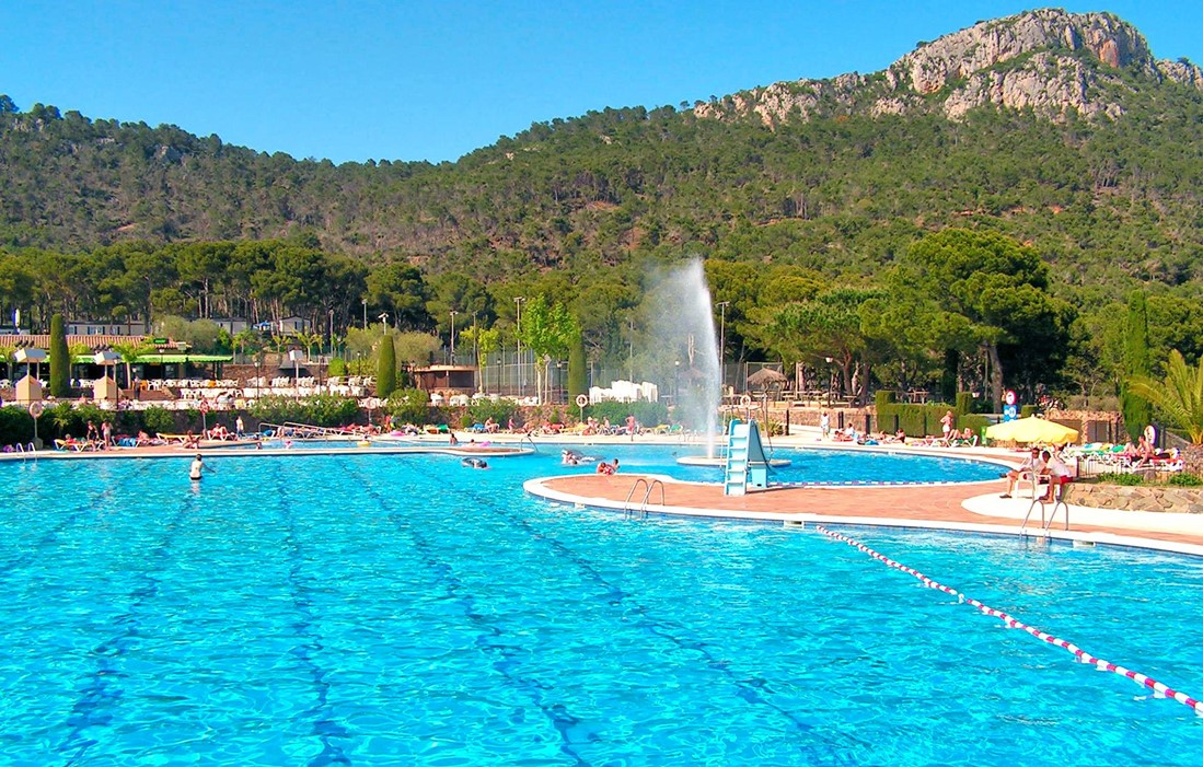Spain -  Estartit - Castell Montgri II : Outdoor swimming pool