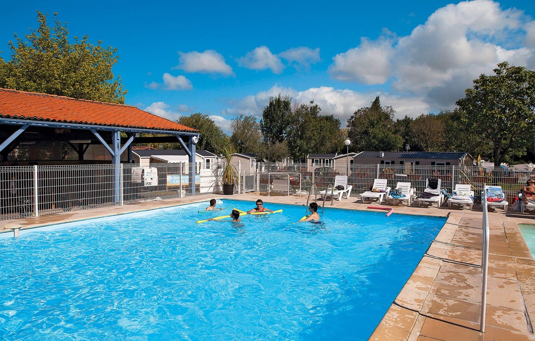Saint Georges sur Didonne - Les Catalpas : Outdoor swimming pool