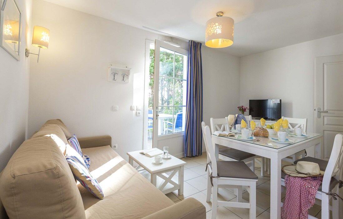 Ile d'Oléron - Odalys Residence Terre Marine : Inside of an apartment