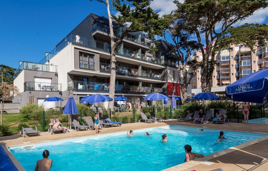 Pornichet - Odalys Prestige Residence de la Plage : Outdoor swimming pool