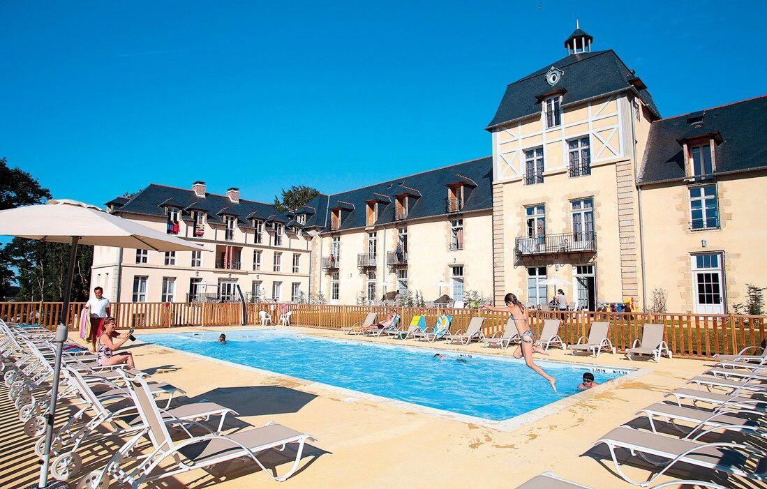 Baden - Résidence Prestige Odalys Le Château de Kergonano :  Piscine découverte