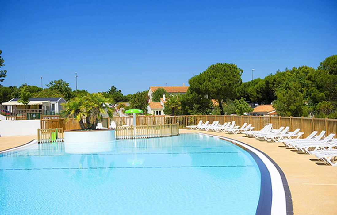Ile de Ré - La Redoute : Outdoor swimming pool