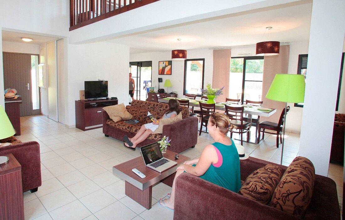 Messanges - Odalys Prestige Residence Domaine de la Prade : Inside of a villa