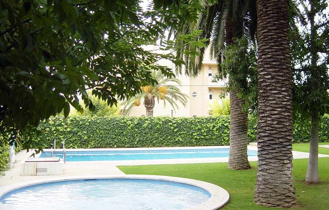 Spain - Sitges - Residence San Jorge : Outdoor swimming pool