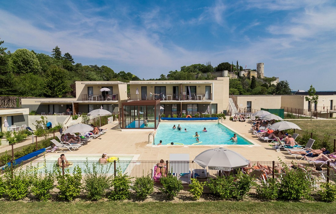 Chinon - Odalys Prestige Residence Le Clos Saint Michel : Outdoor swimming pool