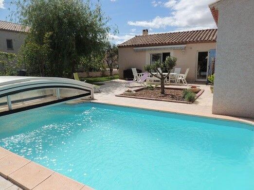 Location villa avec piscine à Montblanc
