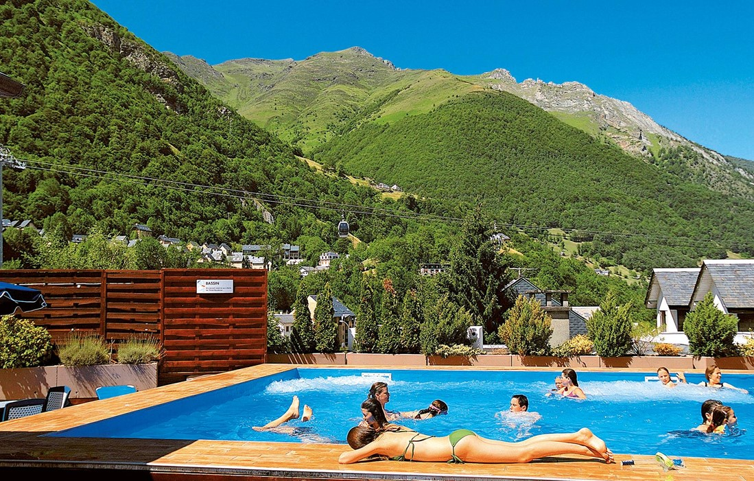 Cauterets - Odalys Hotel Residence Balnéo Aladin : Outdoor swimming pool