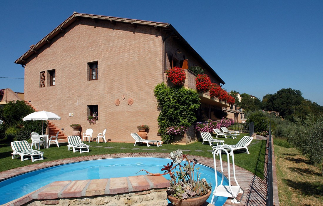 Italie - San Gimignano - Residence Casa Lari : Outdoor swimming pool