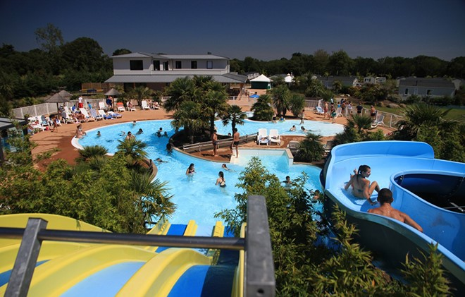 Lannion - Campsite Les Alizés : Outdoor swimming pool and Waterslide