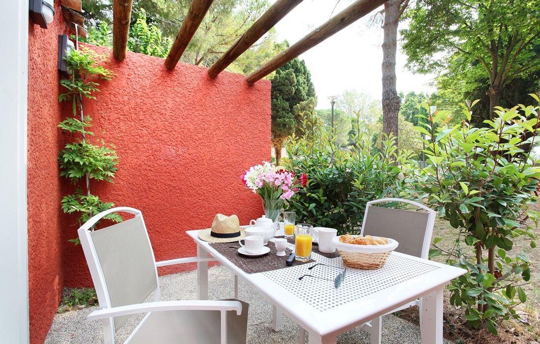 Arles - Résidence Odalys Le Village Camarguais Les Gardians : Terrasse d'un logement