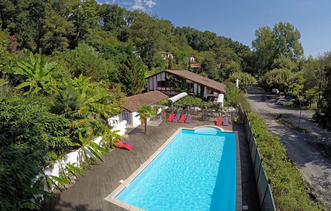 La Bastide Clairence - Residence Les Collines Iduki : Outdoor swimming pool
