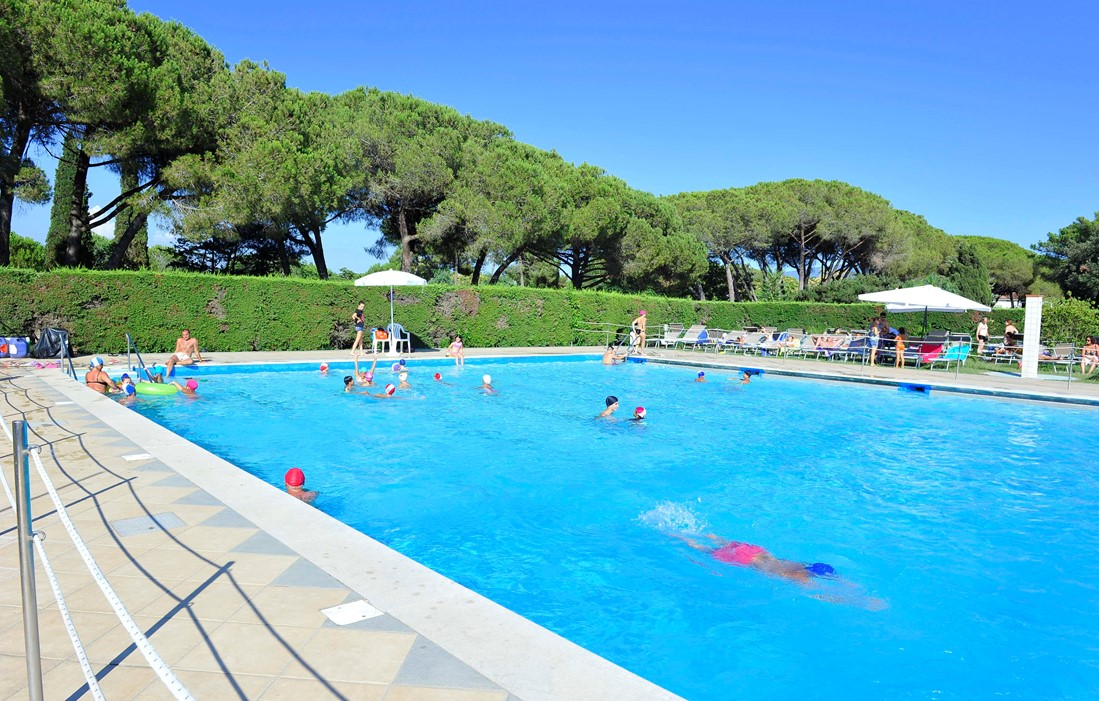 Baia Domizia - La Serra Holiday Village : Outdoor swimming pool
