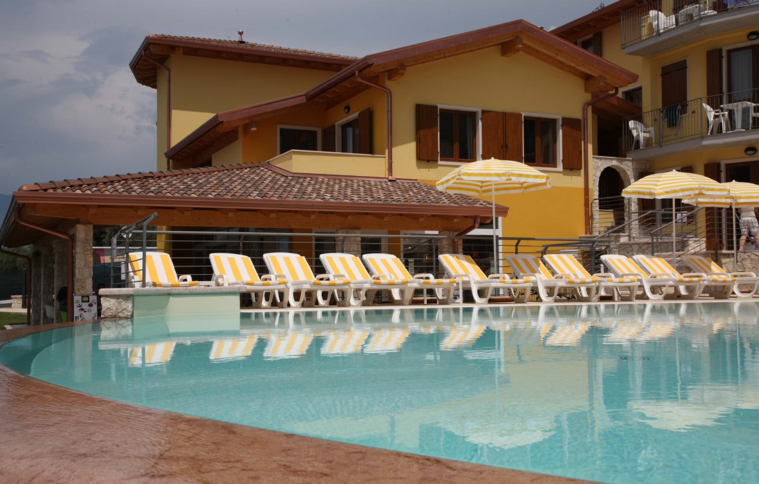 Italia - Assenza di Brenzonne - Atlantide : Outdoor swimming pool