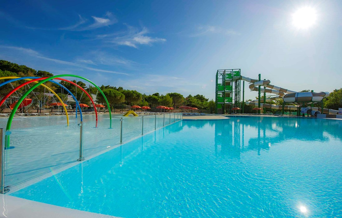 Narbonne Plage - La Falaise : Outdoor swimming pool
