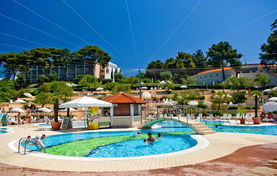 Croatia - Vrsar - Residence Belvédère : Outdoor swimming pool