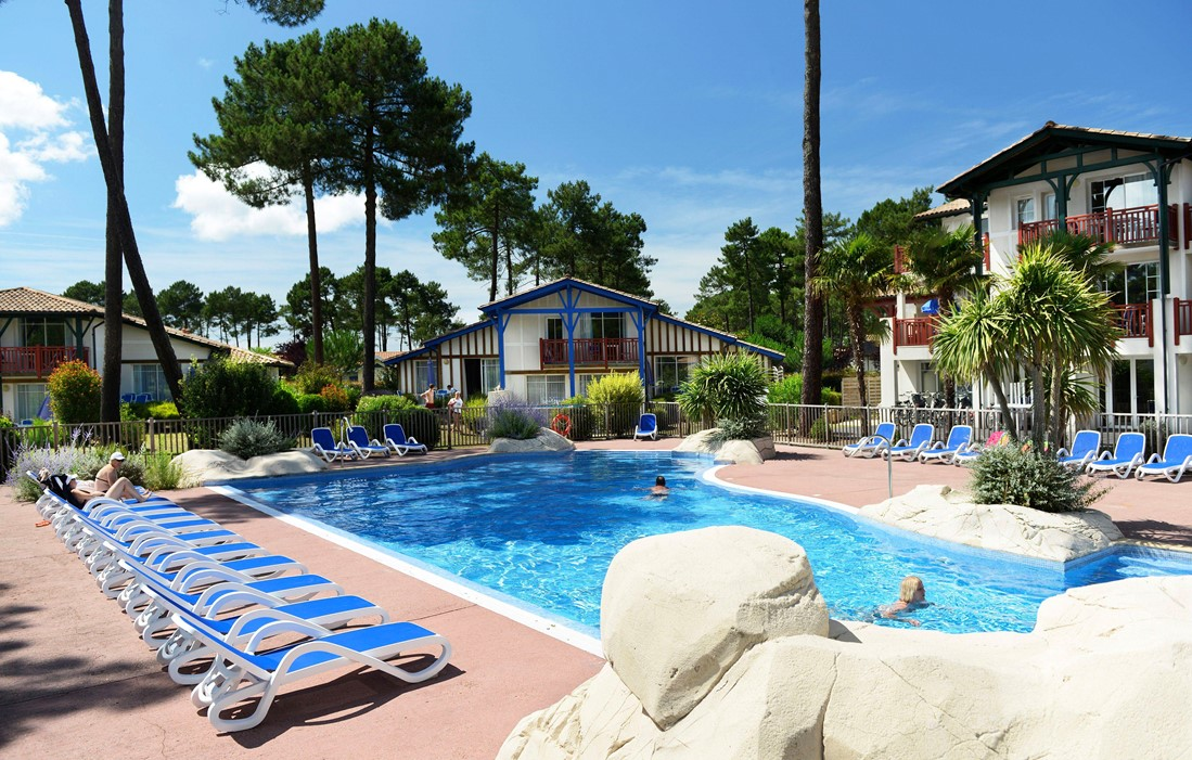 Gujan Mestras - Odalys Prestige Residence Les Greens du Bassin : Outdoor swimming pool