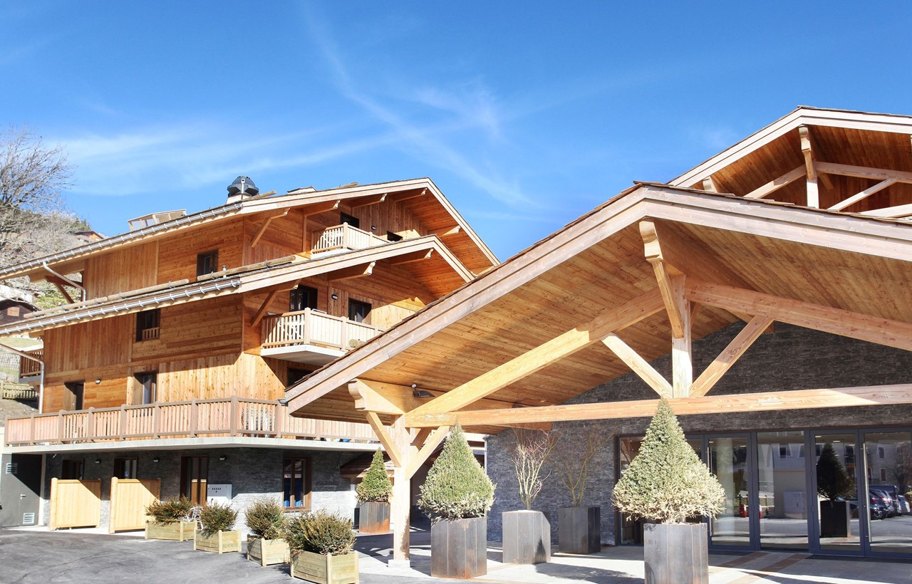 holiday rentals in la clusaz in the hotel le chamois odalys. Black Bedroom Furniture Sets. Home Design Ideas