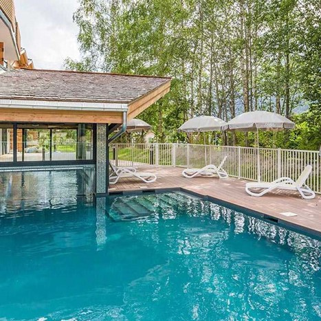 mountain holiday rentals with swimming pool
