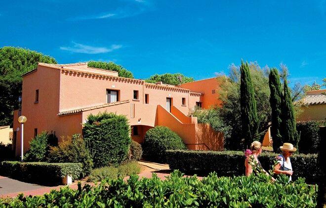 Location vacances au cap d 39 agde en r sidence odalys saint loup for Club piscine st jerome telephone