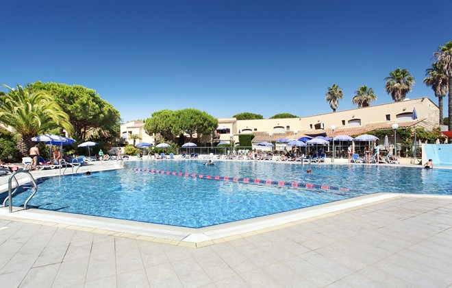 Location vacances au cap d 39 agde en r sidence odalys saint for Piscine cap d agde
