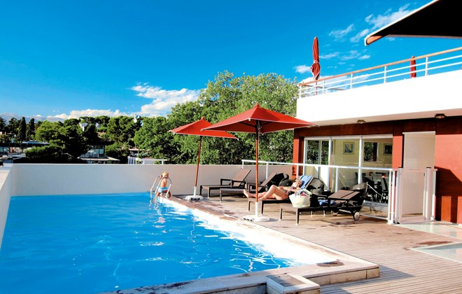 Antibes - Odalys Apart'hotel Olympe : Outdoor swimming pool