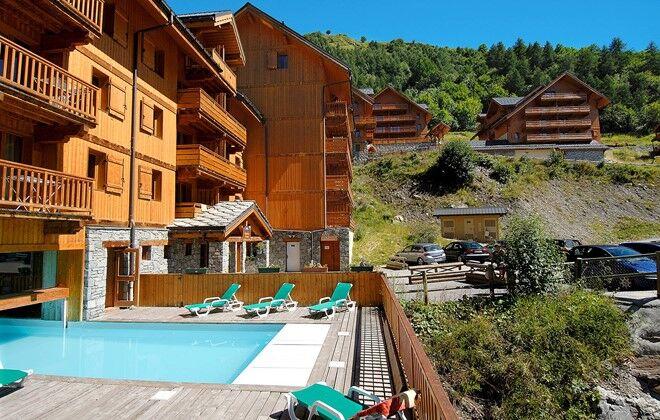 R sidence le hameau et les chalets de la vall e d 39 or for Residence piscine couverte