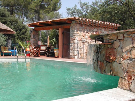 Location vacances en villa avec piscine draguignan for Piscine draguignan