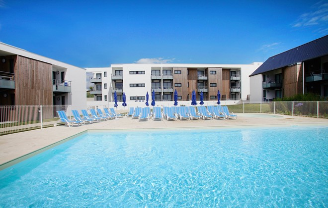 Guidel Plages - Odalys Prestige Residence Fleur de Sel : Outdoor swimming pool