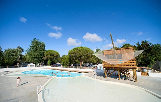 Superb Royan   Clairefontaine : Outdoor Swimming Pool