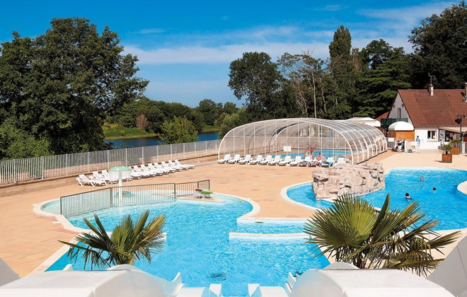 Trogues - Camping Le Parc des Allais : Outdoor and indoor swimming pools