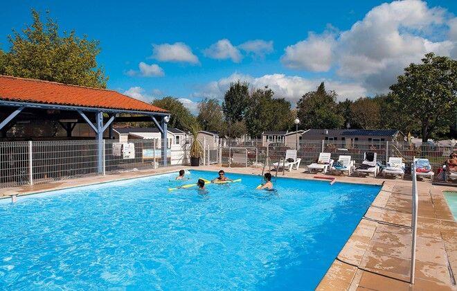 Camping les catalpas saint georges de didonne odalys for Camping saint georges de didonne avec piscine