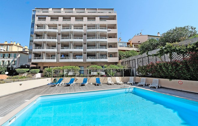 Cannes - Odalys Apart'hotel Les Félibriges : Outdoor swimming pool