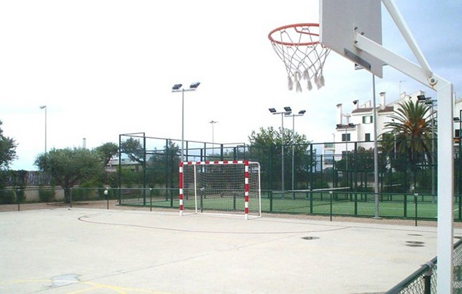 Spain - Cambrils - Residence Sol Cambrils Park : Voleyball and basketball fields