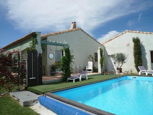 Location vacances villa avec piscine servian odalys for Piscine servian