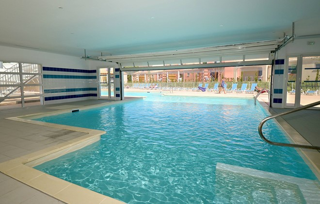 Location vacances au paradou en r sidence odalys le mas for Prix d une piscine couverte