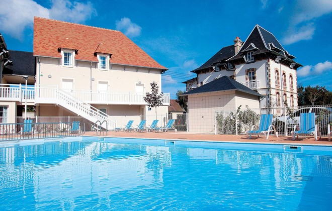 Cabourg - Odalys Residence Les Dunettes : Outdoor swimming pool