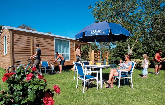 Fouesnant - Beg Meil - Odalys Camping Le Vorlen : Terrace of a mobile home