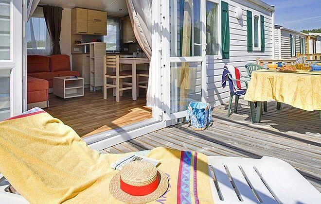 camping les vignes lit et mixe odalys. Black Bedroom Furniture Sets. Home Design Ideas