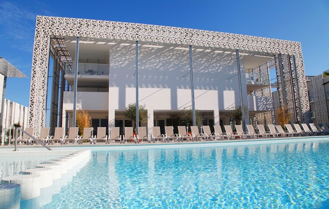 Location vacances au cap d 39 agde en r sidence prestige for Piscine agde archipel