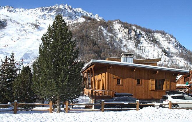 Chalet le cabri val d is re location vacances ski avec for Piscine val d isere
