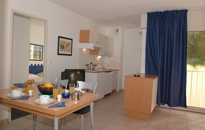 Les Sables d'Olonne - Odalys Residence Thalassa : Inside of an apartment