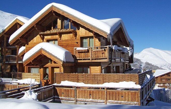 Ski chalet harmony les deux alpes odalys for Chauffer piscine au bois