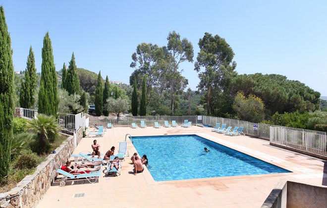 Grimaud - Odalys Residence Les Bastides de Grimaud : Outdoor swimming pool