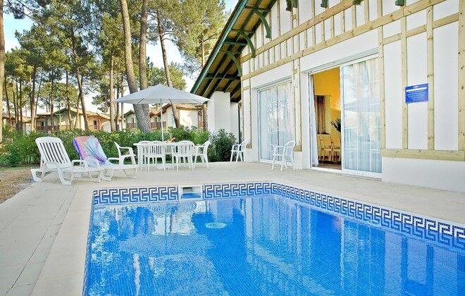 Location vacances gujan maestras r sidence et villas for Piscine gujan mestras